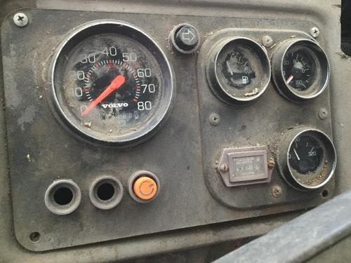 VOLVO WXLL64 Instrument Cluster