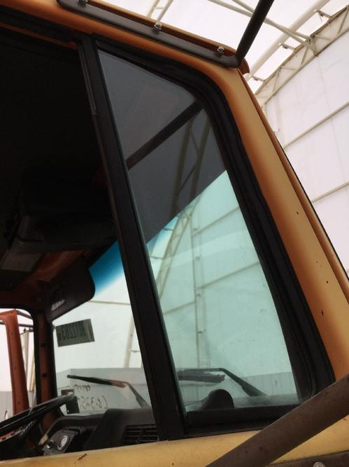 FORD LNT8000 Door Vent Glass, Front