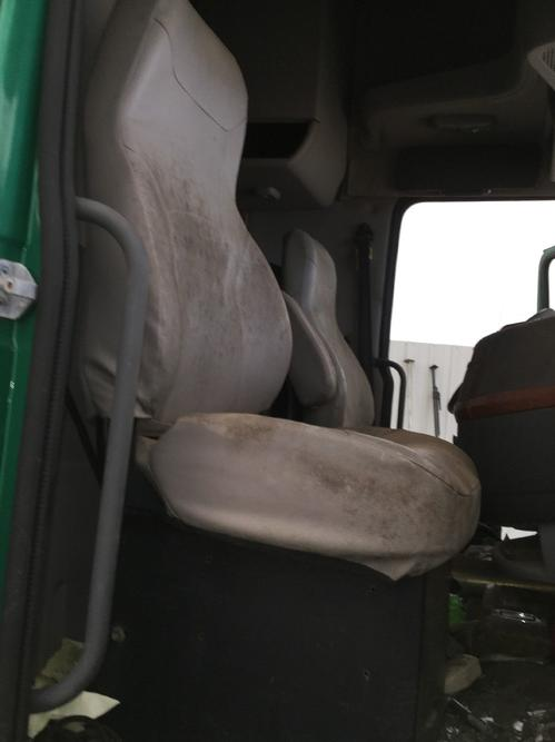 VOLVO VNL670 Seat, Front