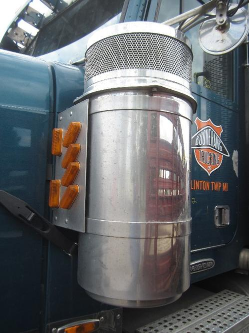 FREIGHTLINER FLD132T CLASSIC XL Air Cleaner