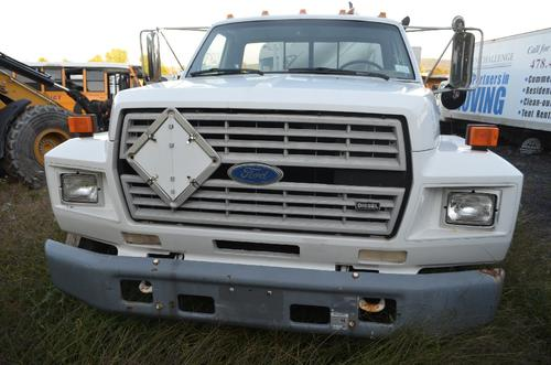 FORD F700 Windshield Glass