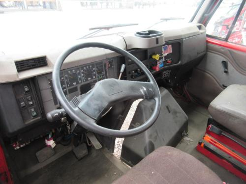 INTERNATIONAL 8100 Cab