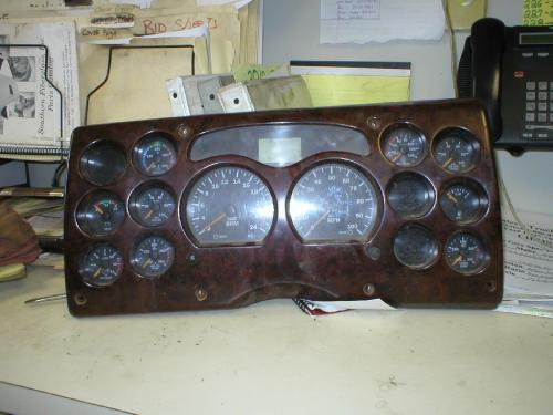 MACK CX600/VISION SERIES Instrument Cluster