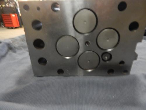 MERCEDES MBE4000 Cylinder Head