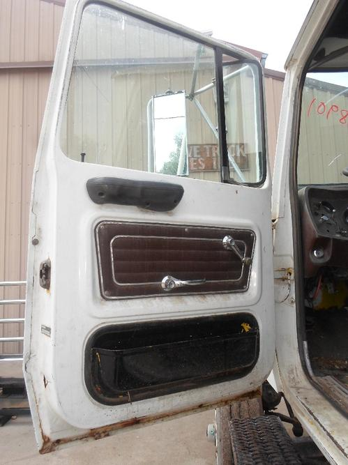 FORD LT9000 Door Assembly, Front