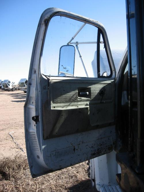 GMC - MEDIUM 6500 Mirror (Side View)