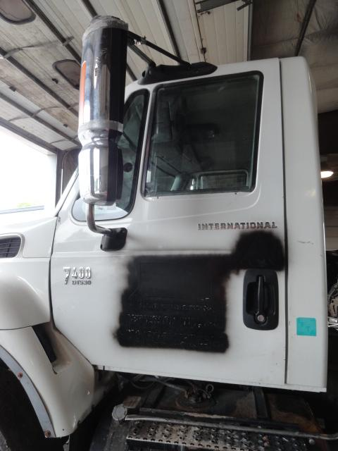 INTERNATIONAL 7400 Fender Extension