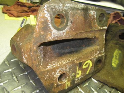 INTERNATIONAL 9100I Engine Mounts
