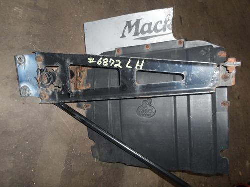 MACK CX613 VISION Fender